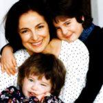 Endrei Judit régi, közös képe a lányaival