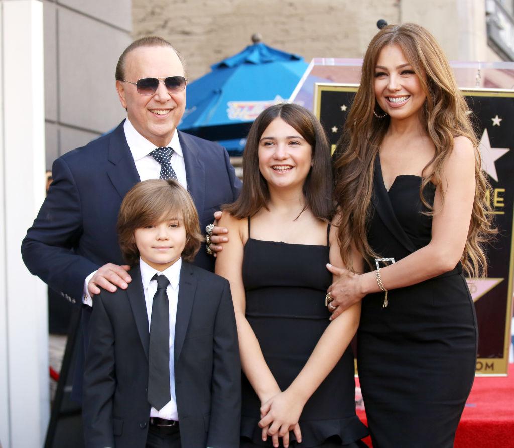 Thália a családjával