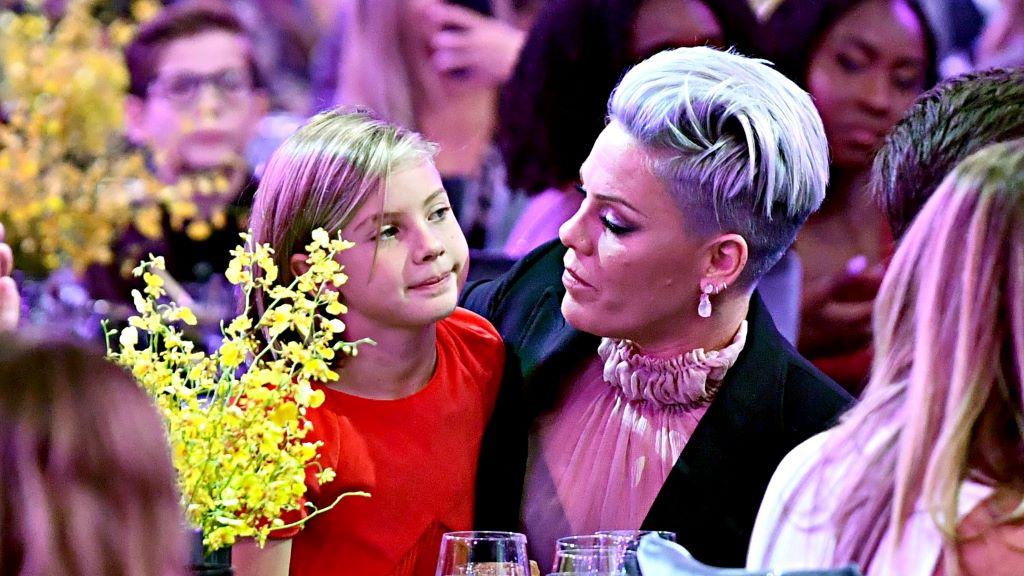 Pink és kislánya