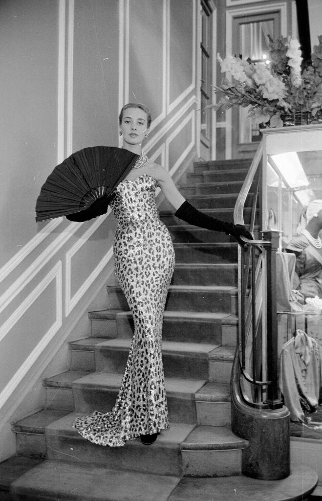 Leopárdmintás estélyi ruha Christian Dior 1953-as kollekciójából (Fotó: Kurt Hutton/Picture Post/Hulton Archive/Getty Images)