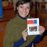 A Barátok közt 10 éves születésnapja alkalmából kiadott könyv és DVD dedikáláson készült a fotó Gonda Katáról