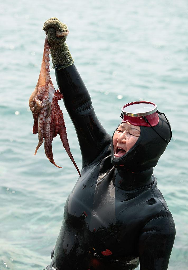 Henjo nő a zsákmányával (fotó: gettyimages)