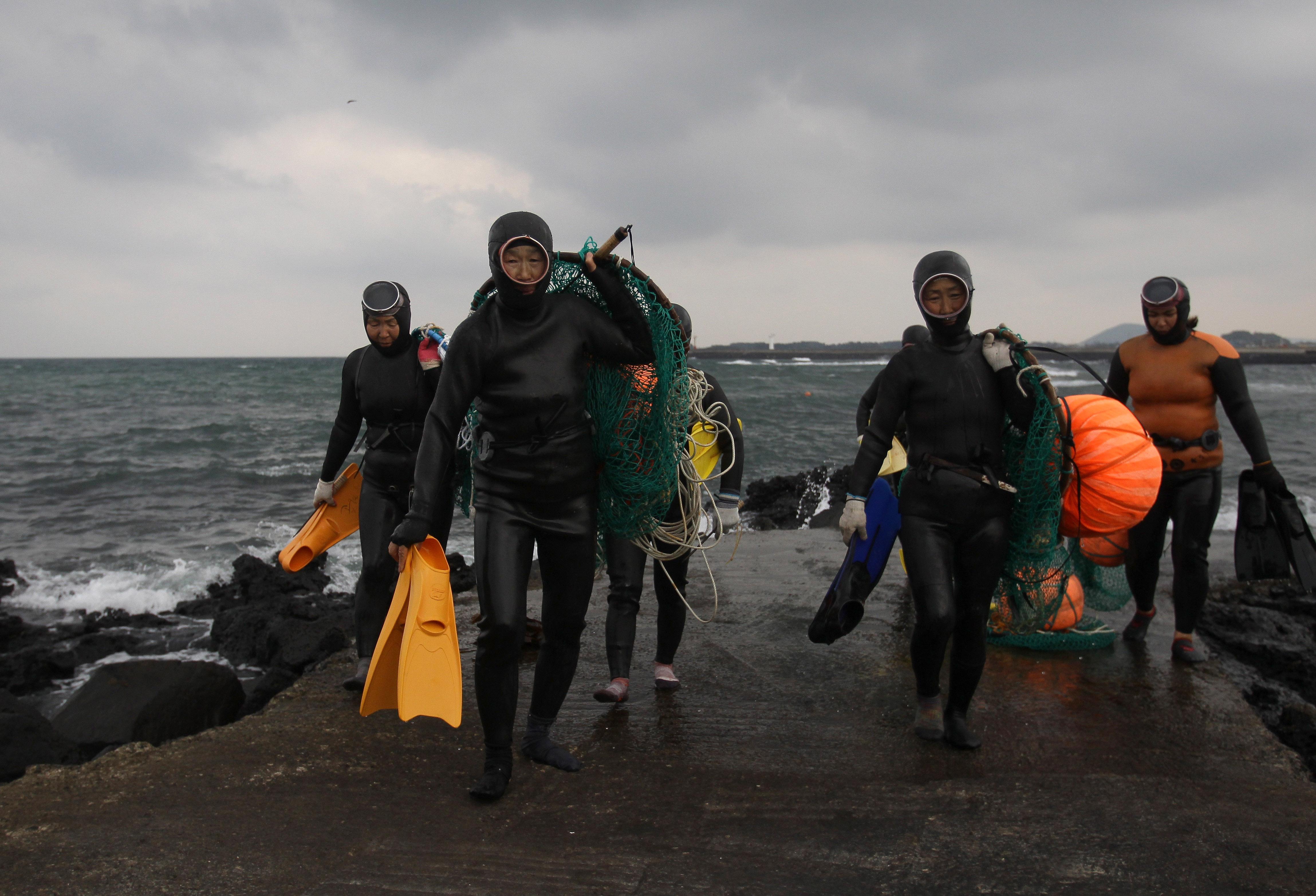 A műszak vége a Csedzsu-szigeten (fotó: Chung Sung-Jun/Getty Images)