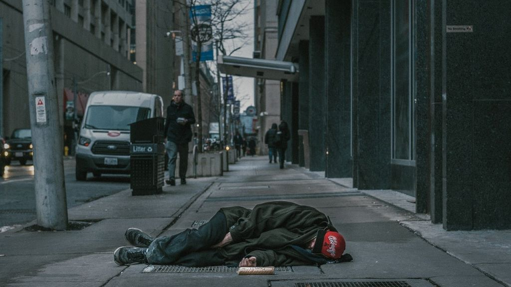 hajléktalan, vörös kód, hideg