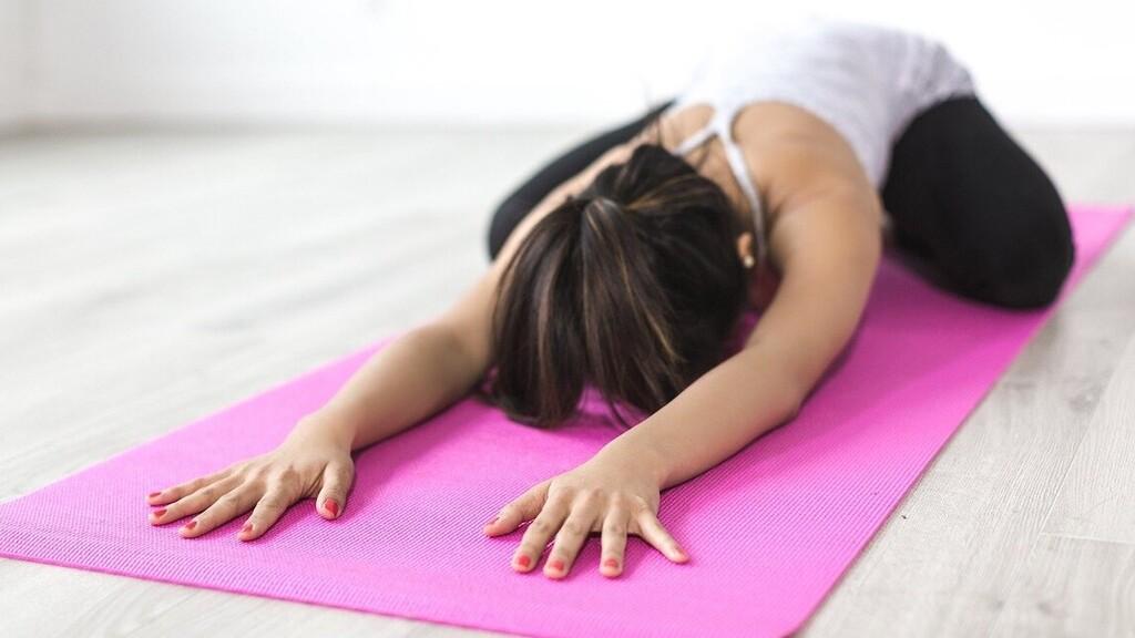 Online meditációs órája előtt verte szét számítógépét egy jógaoktató