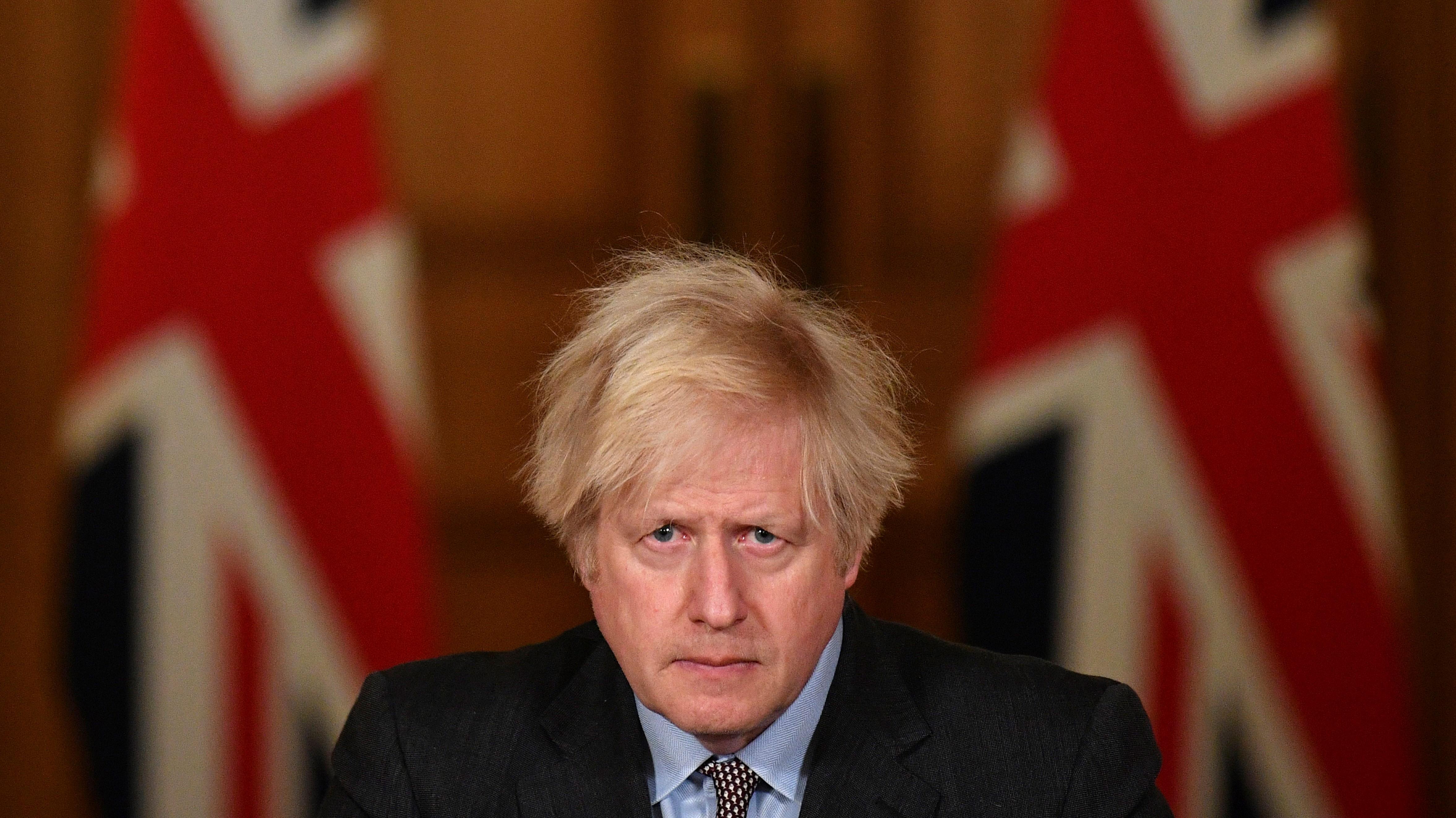 Boris Johnson brit miniszterelnök online sajtótájékoztatót tart a londoni kormányfői rezidencián 2021. január 26-án.