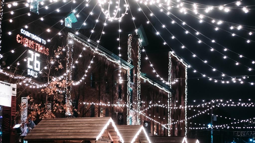 Karácsonyi fények februárban