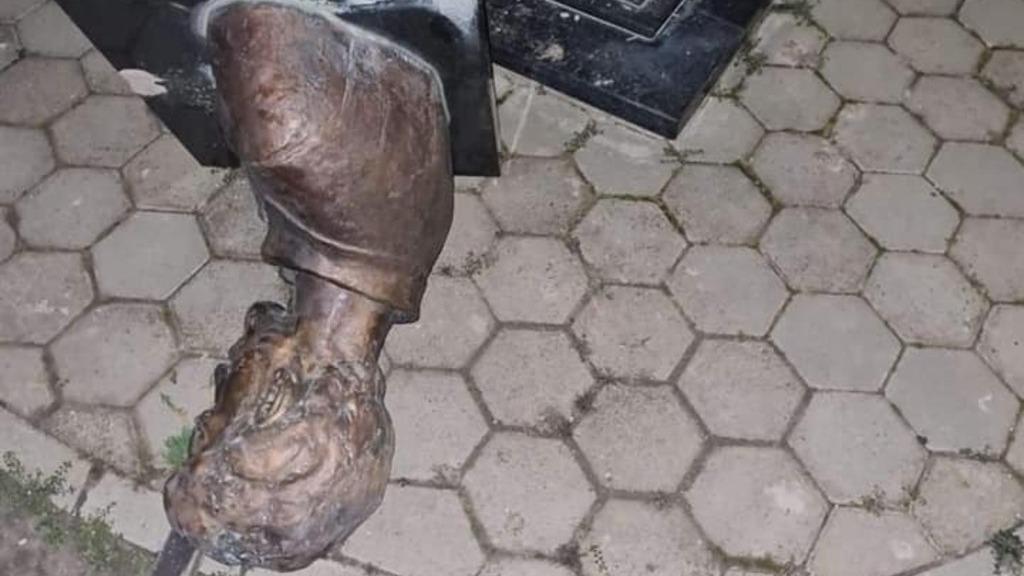 Ismeretlenek megrongálták Horvátország egyetlen Petőfi szobrát (Fotó:Horvátországi Református Keresztyén Kálvini Egyház FB)