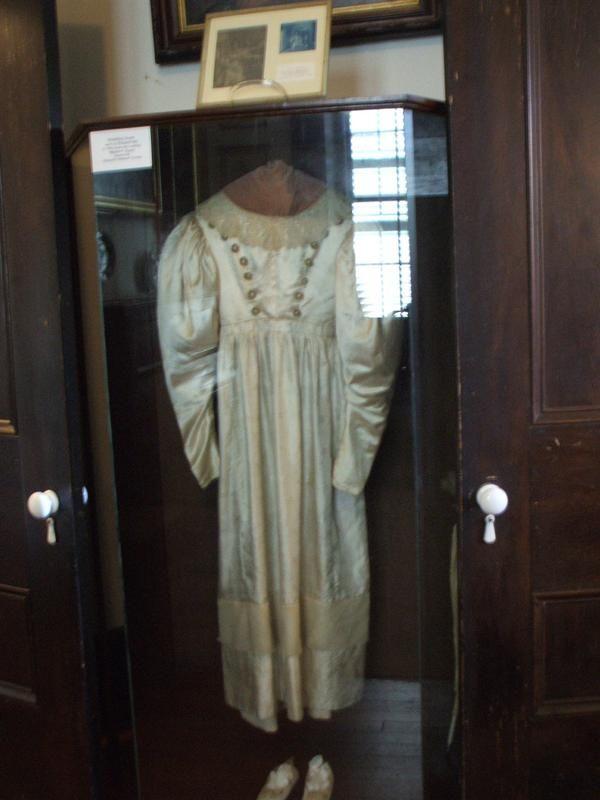 Anna Baker elátkozott menyasszonyi ruhája