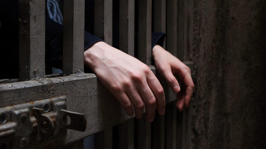 Négy év börtönt kapott a feleségét bántalmazó férfi