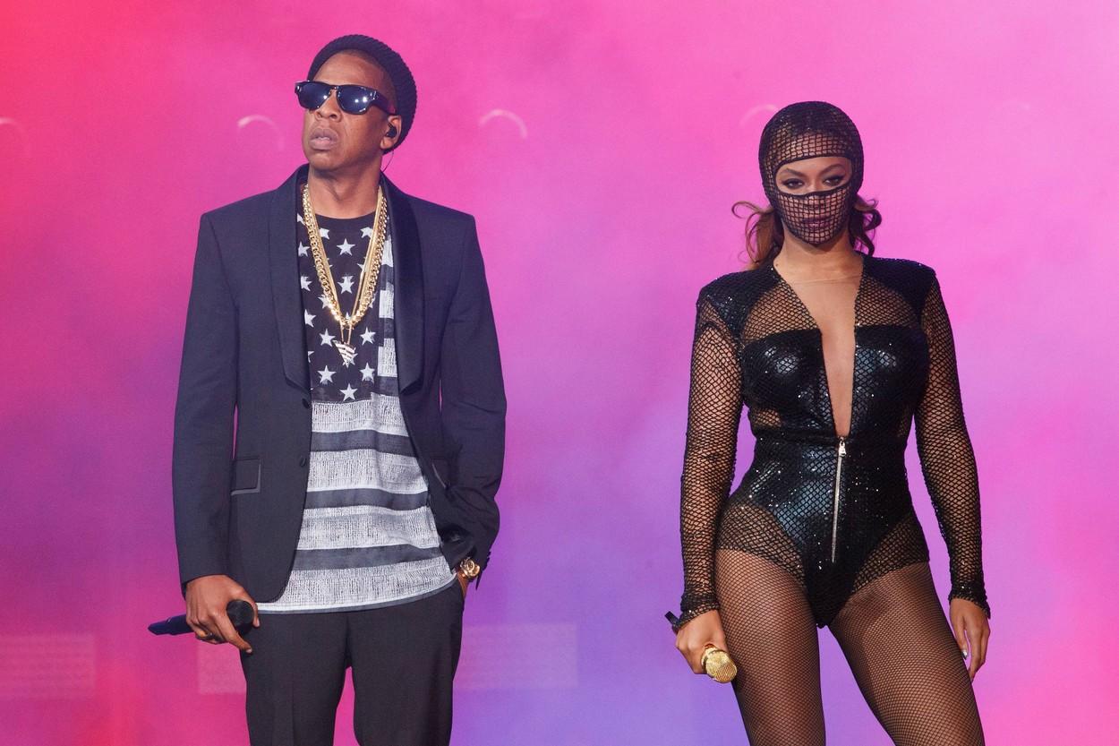 Beyoncé és JAY Z a színpadon a 2014-es On The Run turnéjuk alatt.