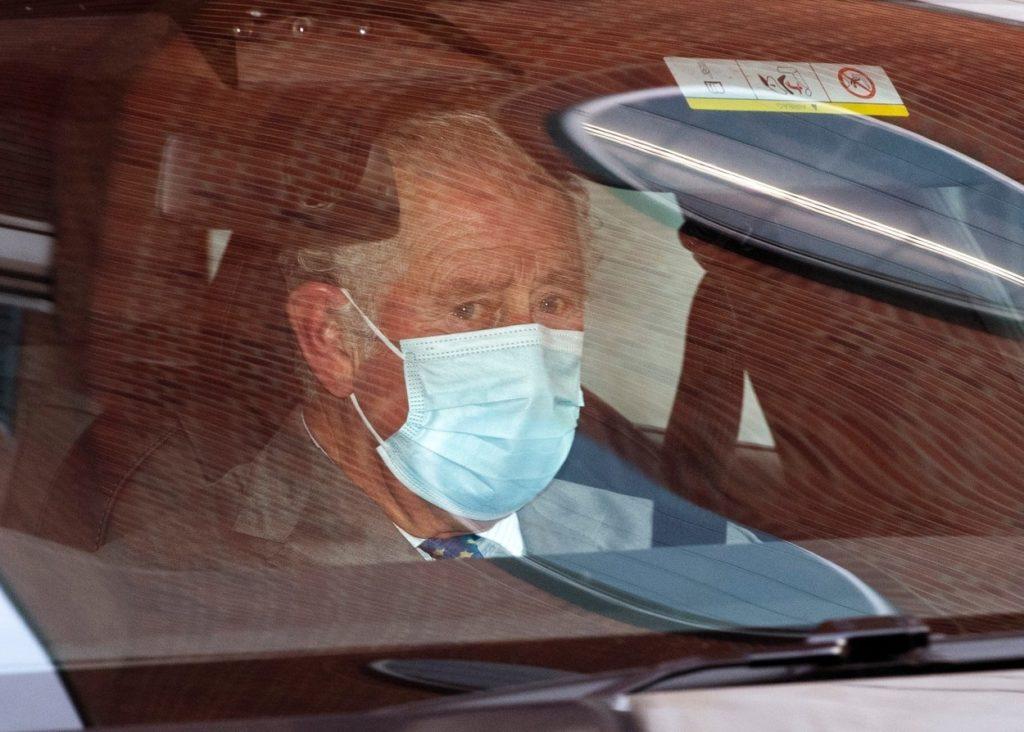 Károly herceg kórházból sírt
