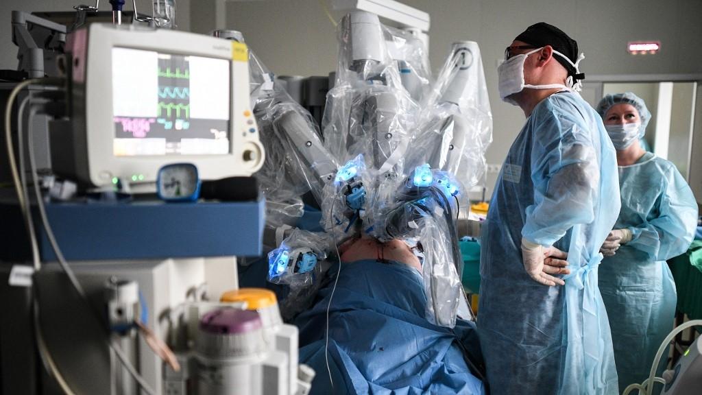 Ébren volt, amikor sebészrobottal operálták ki vesedaganatát