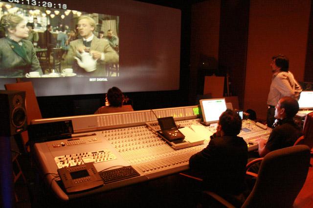 Több mint 4000 filmet és sorozatot magyarított