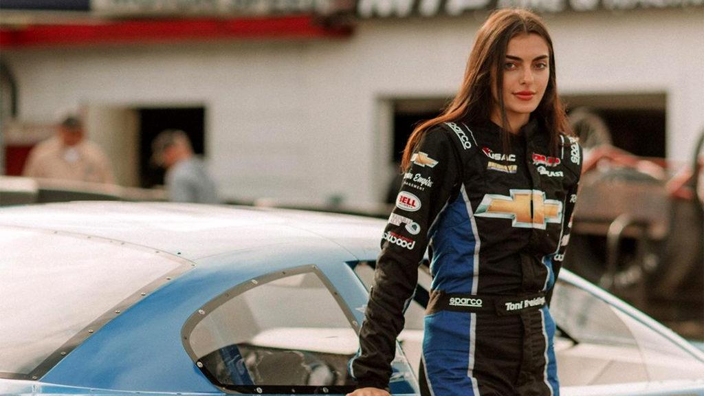 Toni Breidinger a NASCAR első arab-amerikai pilótanője