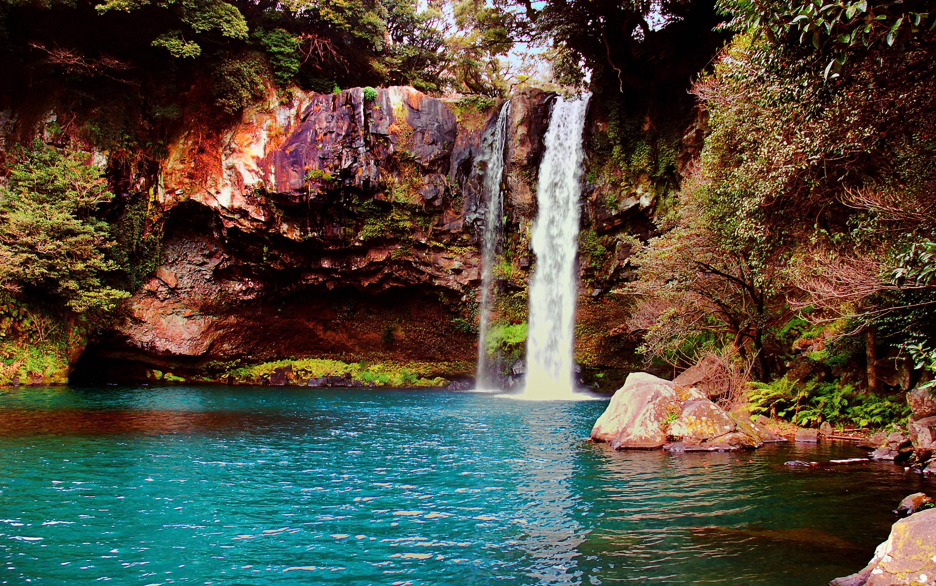Csak egy átlagos vízesés a Csedzsu-szigeten (fotó: Wikipedia)