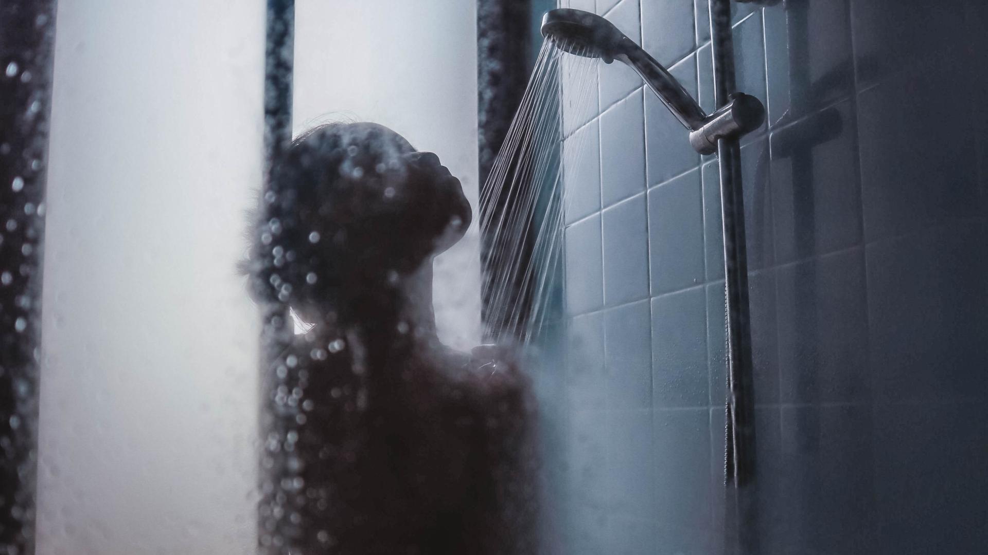 Káros a bőrnek a forró zuhany