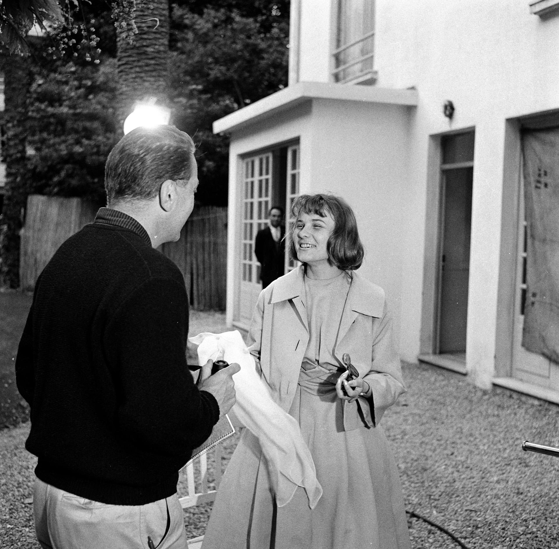 Egy fotózáson az 1959-es Cannes-i Filmfesztiválon. (Photo by Daniel Fallot / Ina / Ina via AFP)