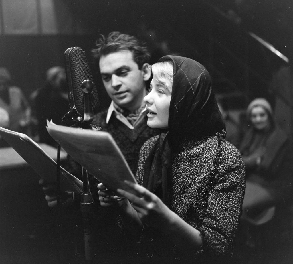 A Magyar Rádió 1-es stúdiója, Gárdonyi Géza Az egri csillagok című művéből készült rádiójáték felvétele, 1961. (Fotó: Fortepan)