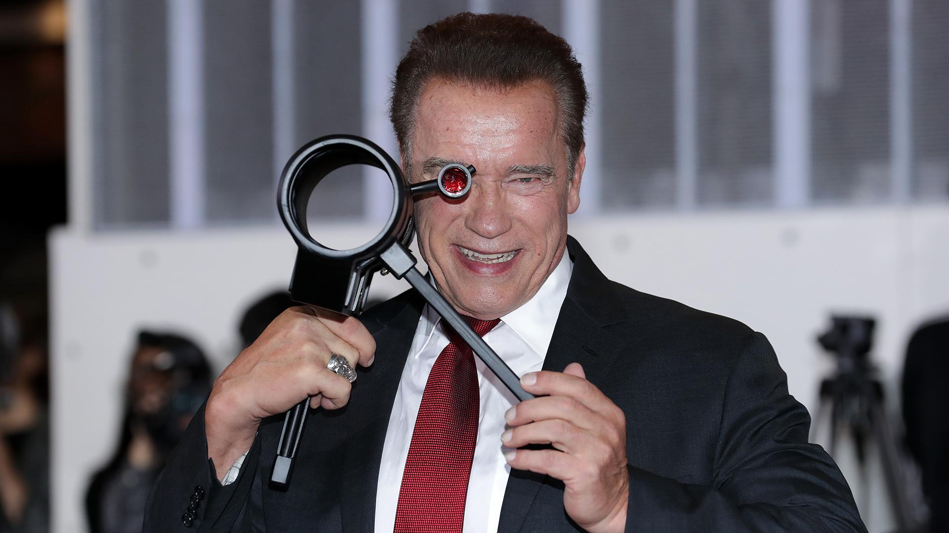 Schwarzenegger mentheti meg az emberiséget a földönkívüliektől