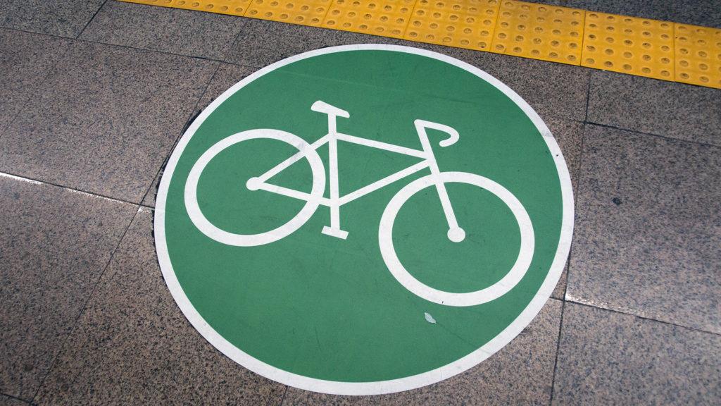 Októberig ingyen szállítja hétvégenként a bringákat a BKK
