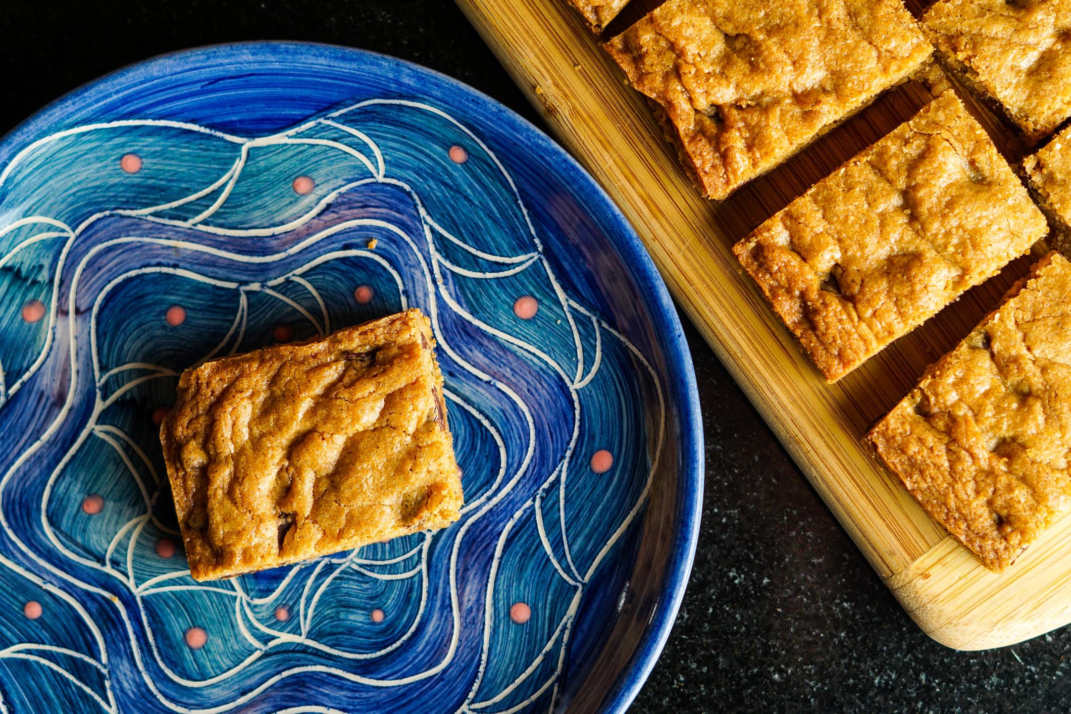 Készíts fehér csokis blondie sütit
