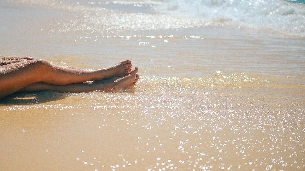 Pár a tengerparton