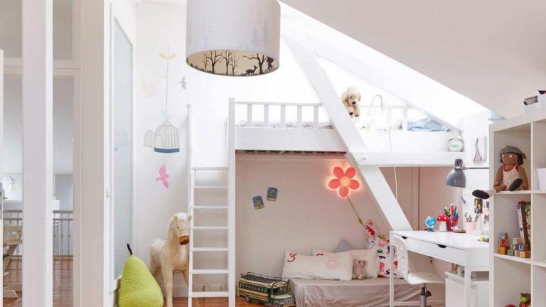A gyerekszobába érdemes az ágy fölé helyezni az ablakot - a gyerekek imádni fogják! (fotó: rototetoablak.hu)
