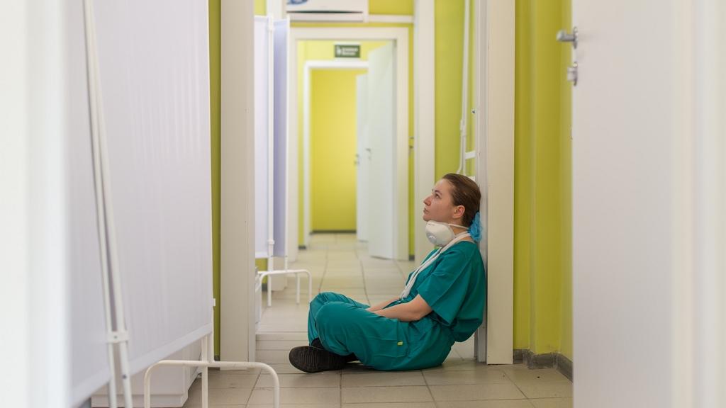 Sok egészségügyi dolgozó esik ki a munkából a pszichés terhelés miatt