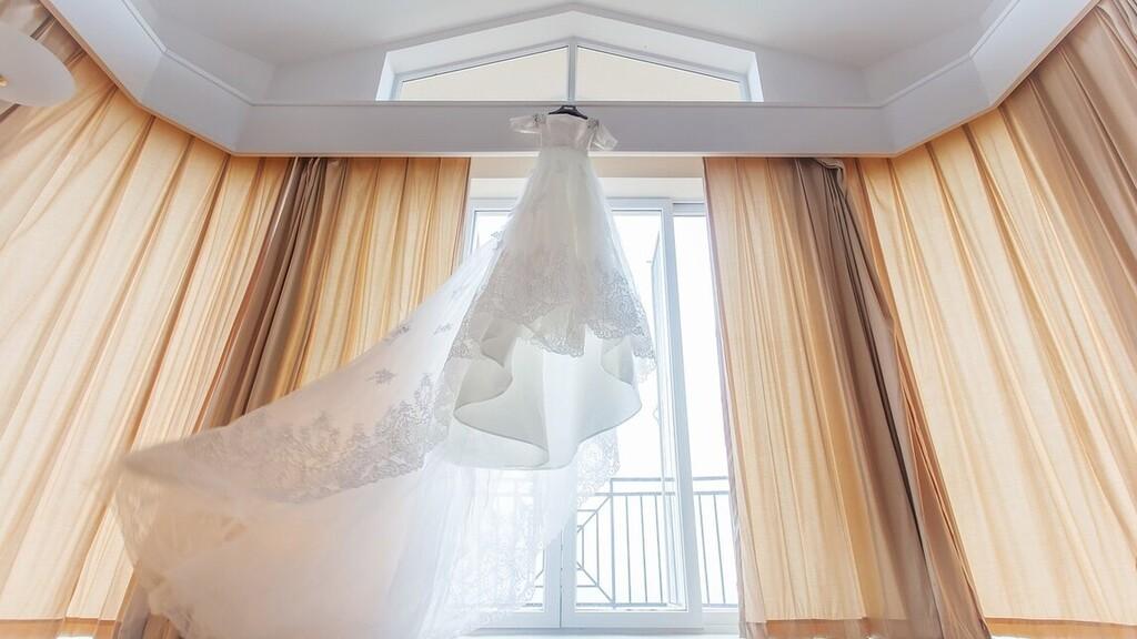 Elajándékozza menyasszonyi ruháját, hogy segítsen a költségek csökkentésében