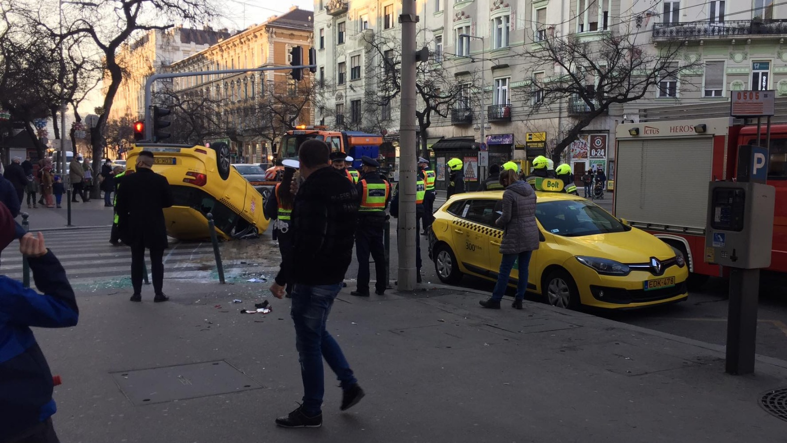 Felborult taxi Budapesten