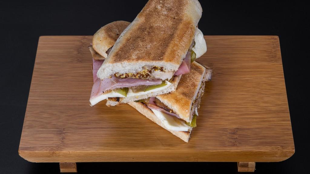 Magyaros sonkás szendvics