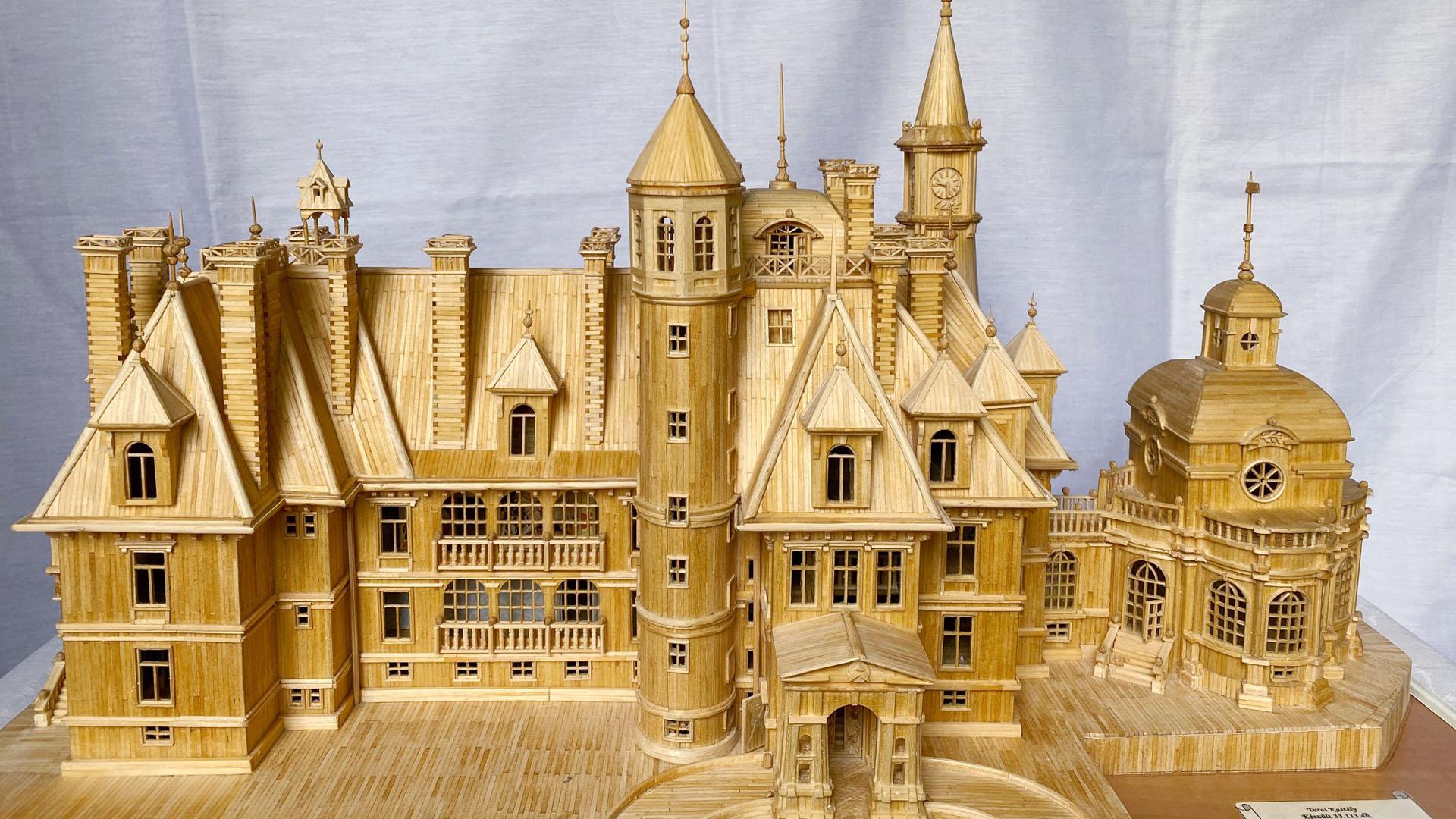 Tengernyi gyufaszálból épít bámulatos kastélyokat a 75 éves Pali bácsi