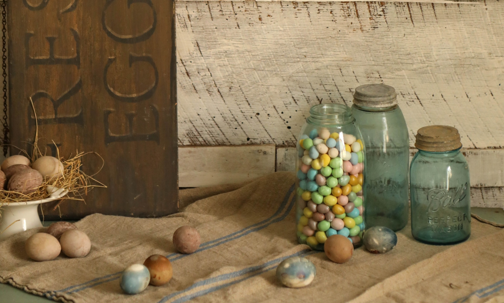 Töltsd meg színes cukrokkal az üveget
