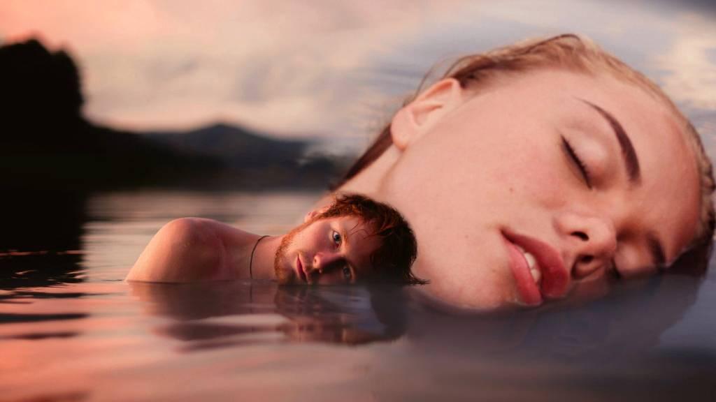 nő férfi vízben
