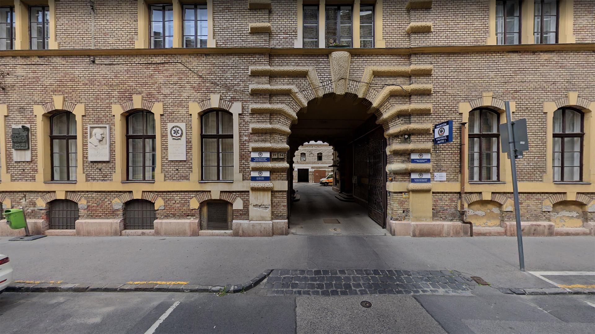 Központi Mentőállomás bejárata