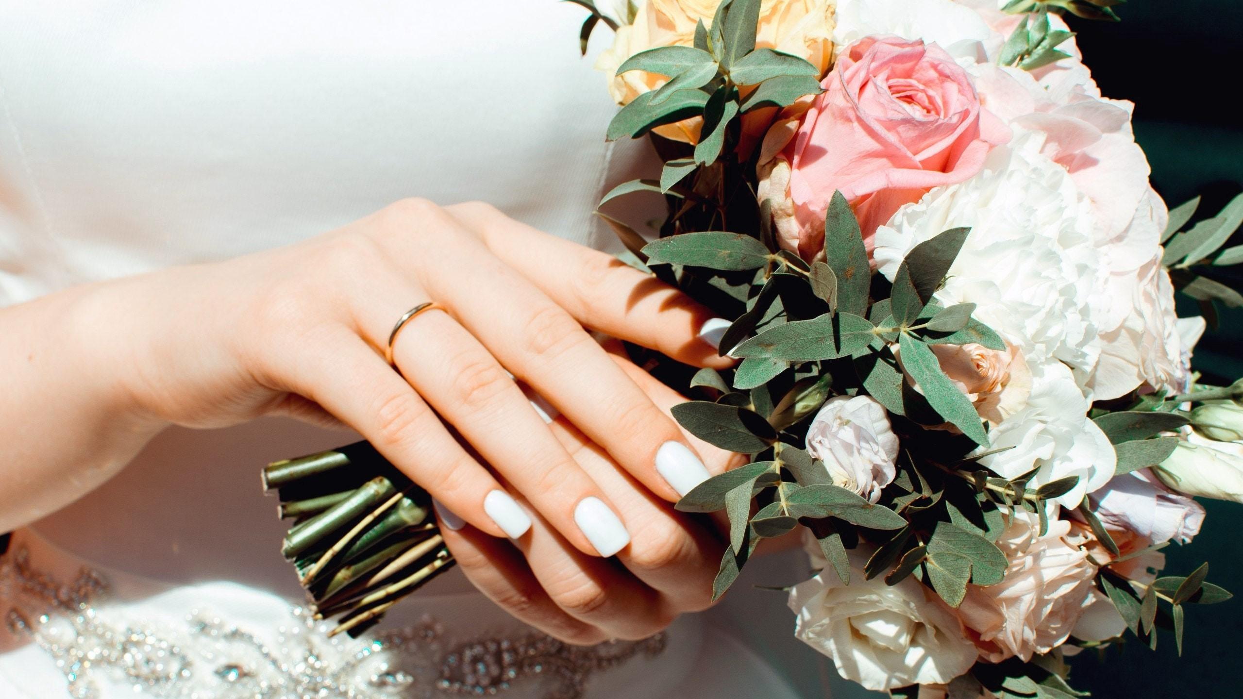 Menyasszony és esküvői csokor