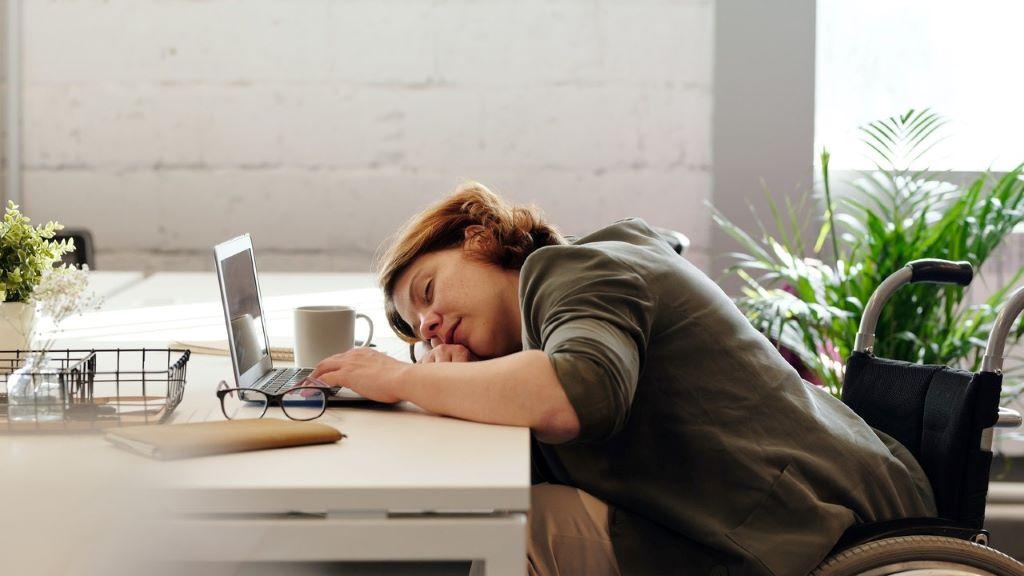 alvás, délután, munkahely