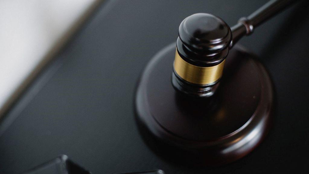 bíróság, átverés