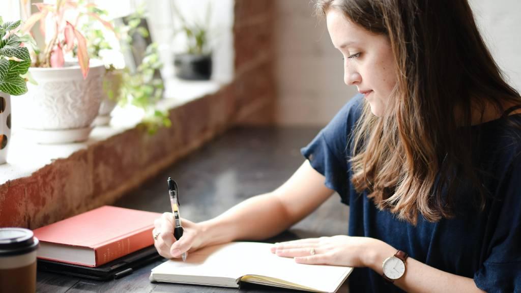 naplót író nő