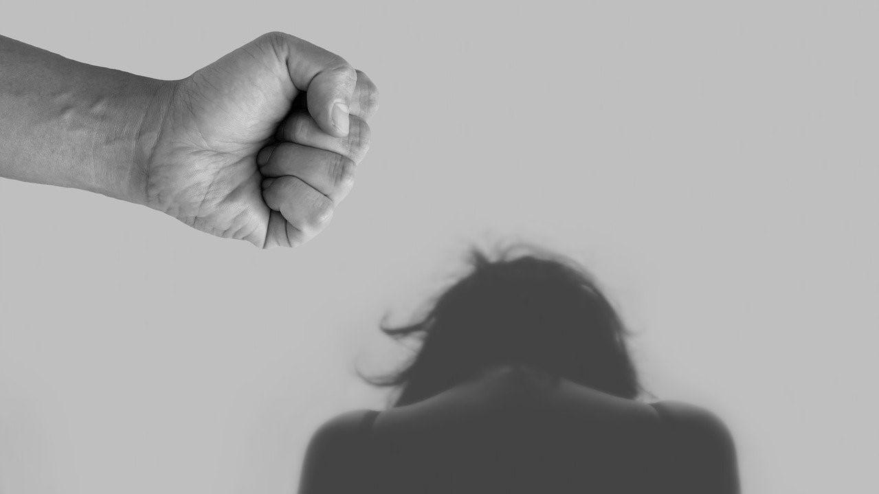 Nők elleni erőszak