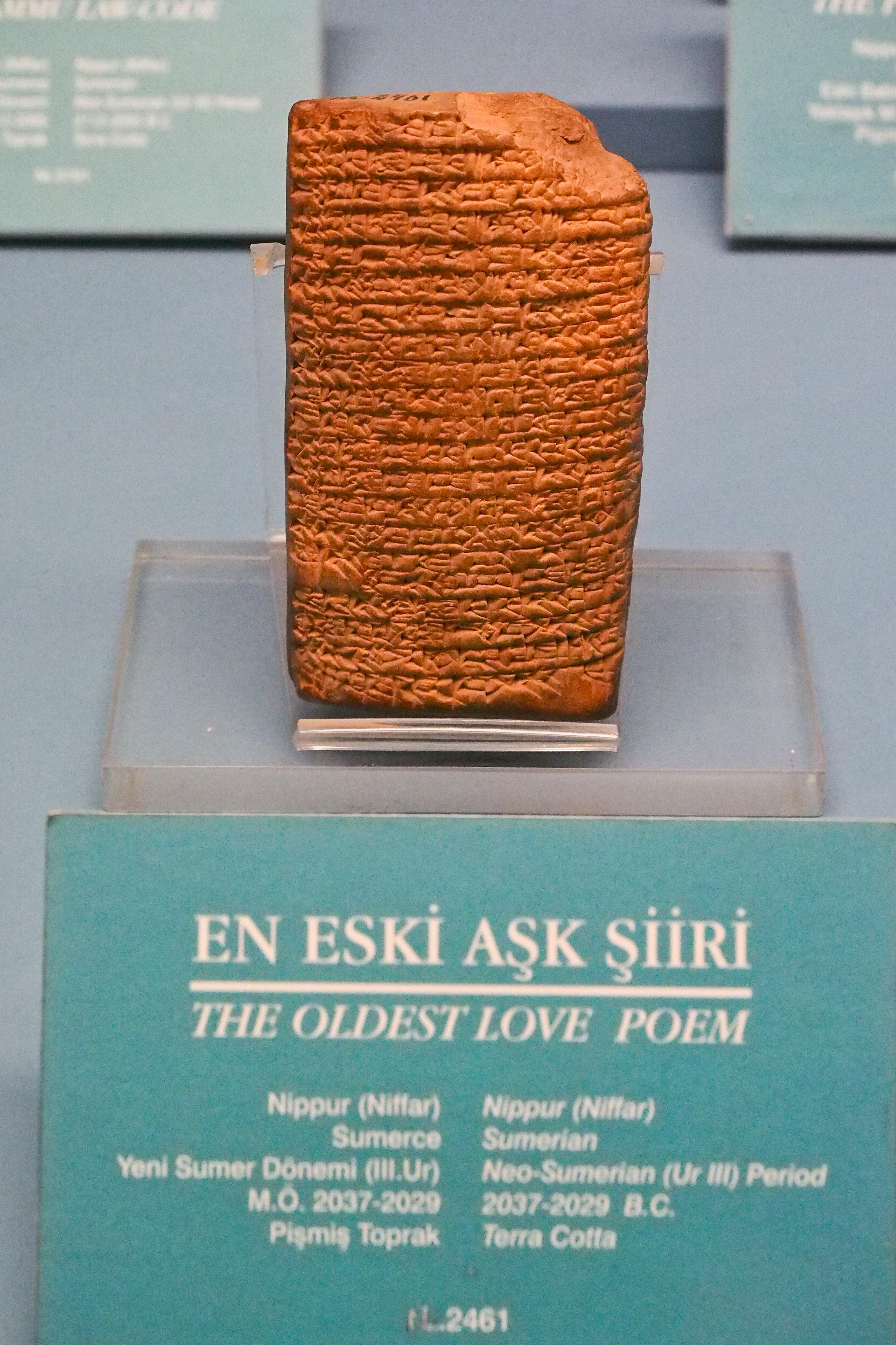 Az agyagtábla egy isztambuli múzeumban (fotó: Wikipedia)