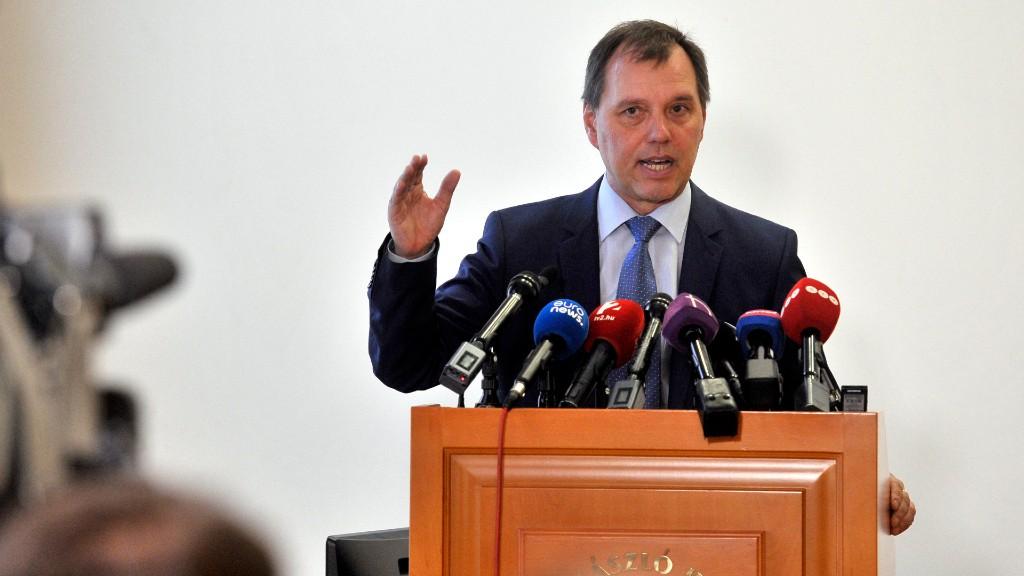 Szlávik János egy februári sajtótájékoztatón (fotó: MTI/Kovács Attila)