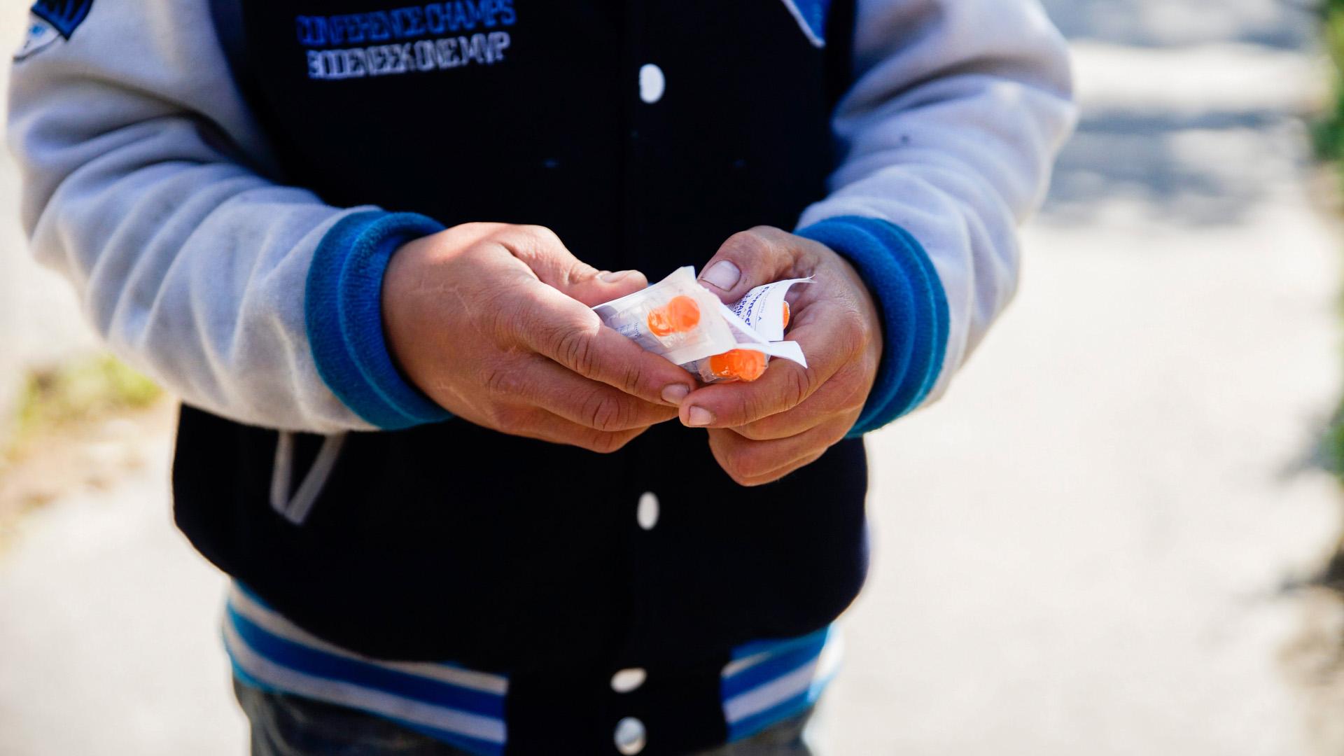 Ha tudjuk, hogy valaki úgyis intravénás droghasználó, akkor legalább steril tűt adjunk a kezébe