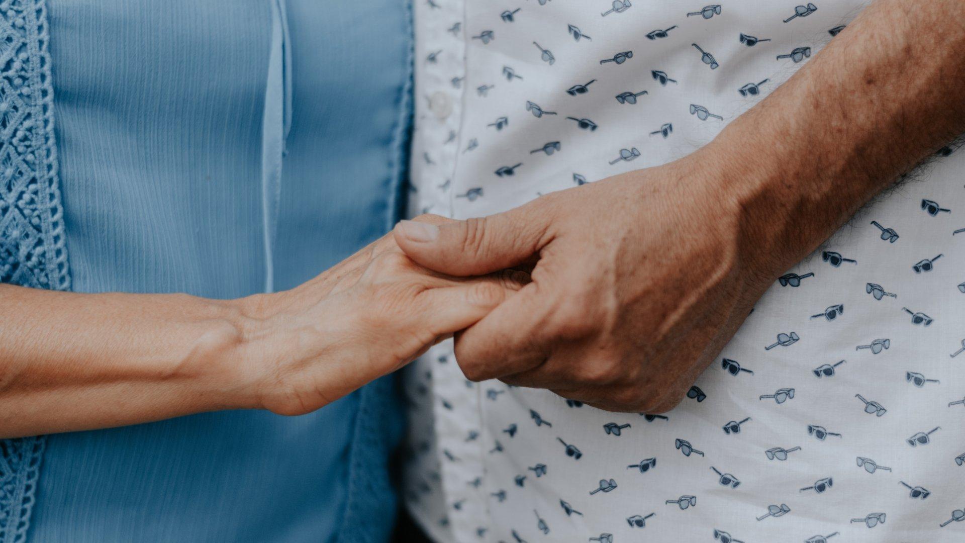 Férfi és nő keze