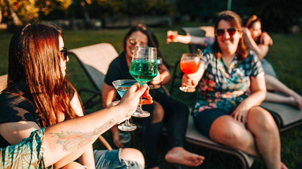 koccintó nők italozás