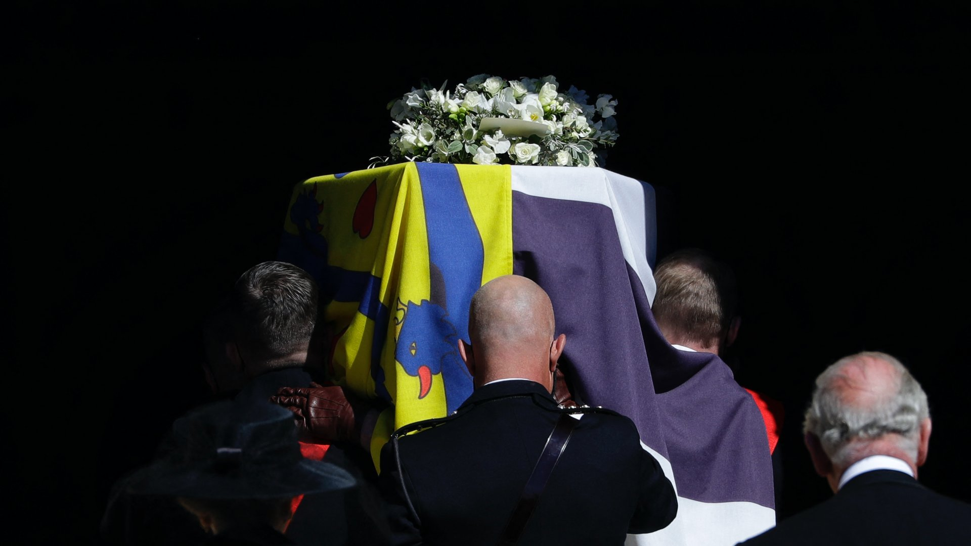 Fülöp herceg koporsóját viszik a temetésen