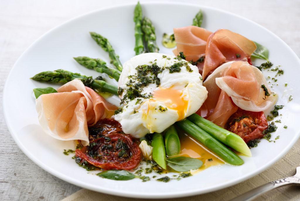 Spárga és tojás, a fracia előétel (Fotó: getty images)