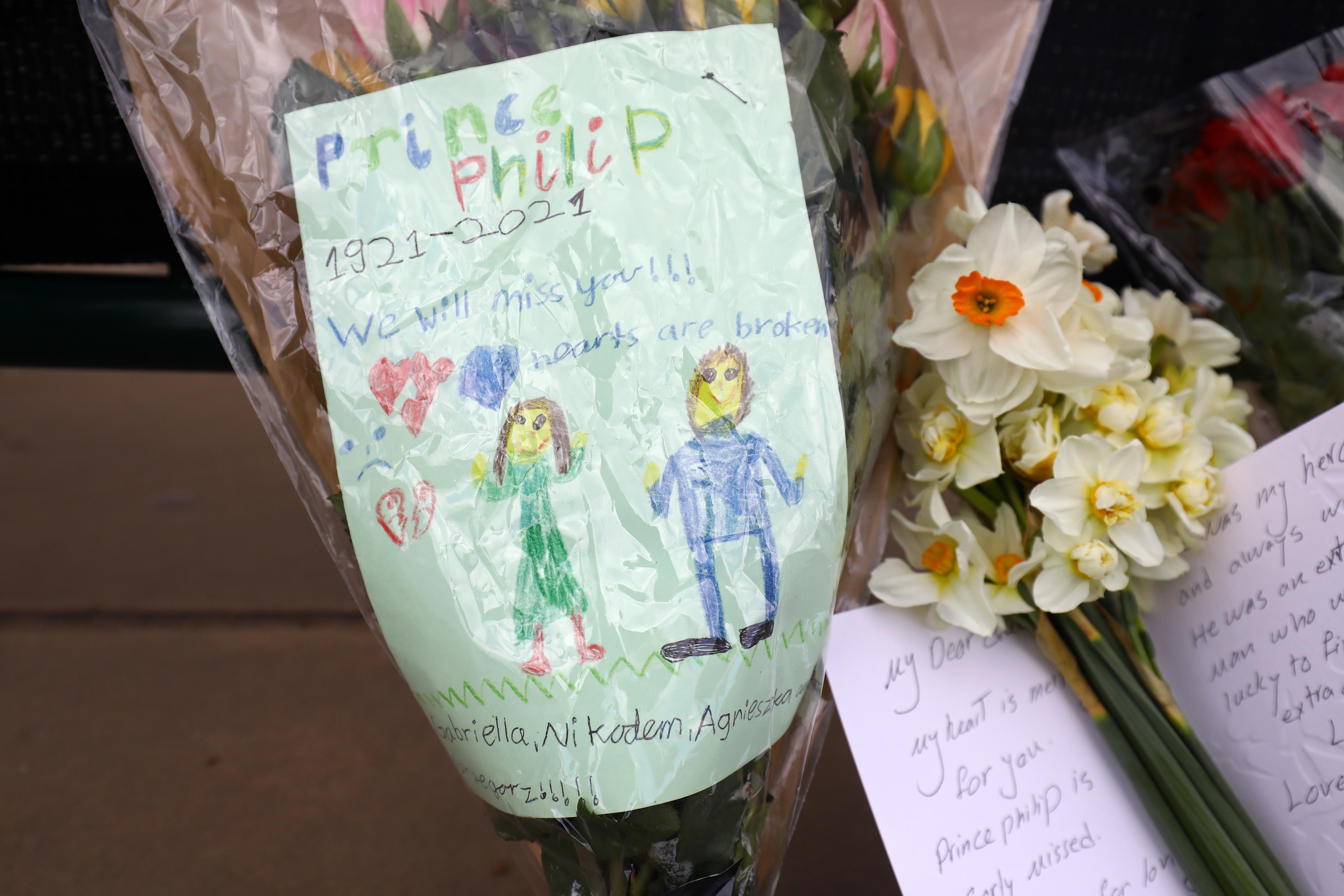 Fülöp hercegtől búcsúzó rajzok és lapok