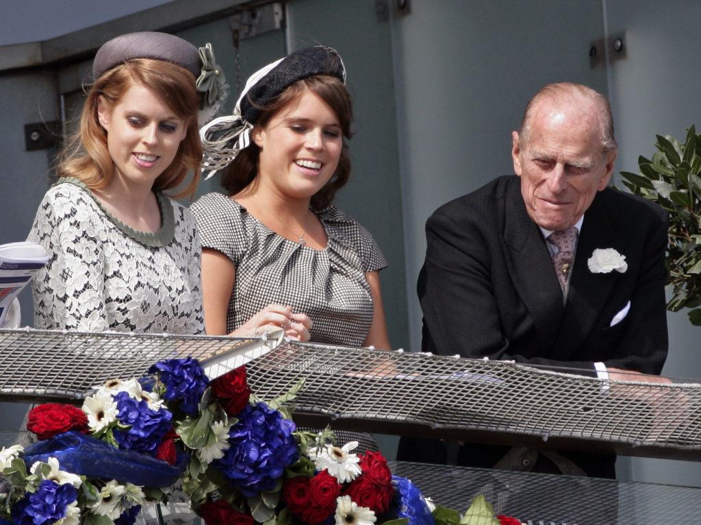 Eugénia hercegnő, Beatric hercegnő és Fülöp herceg